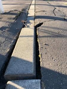 地震による被害のあった道路